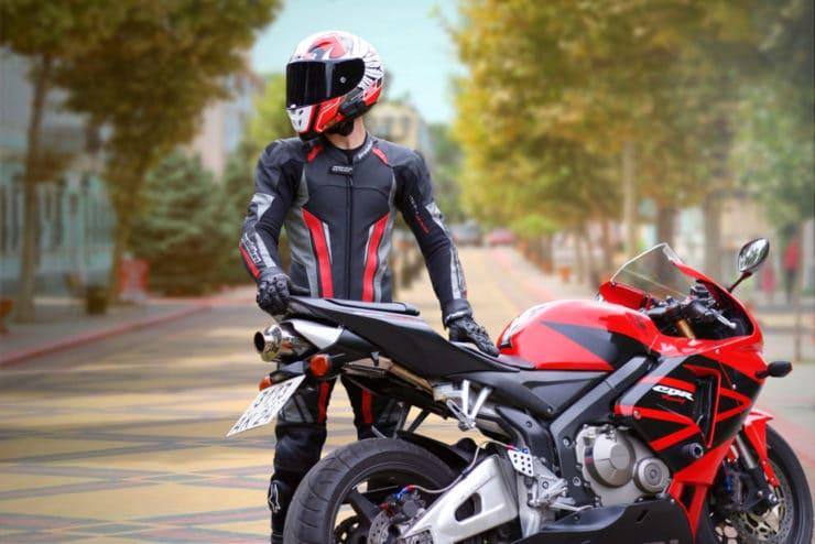Lavaggio abbigliamento da moto
